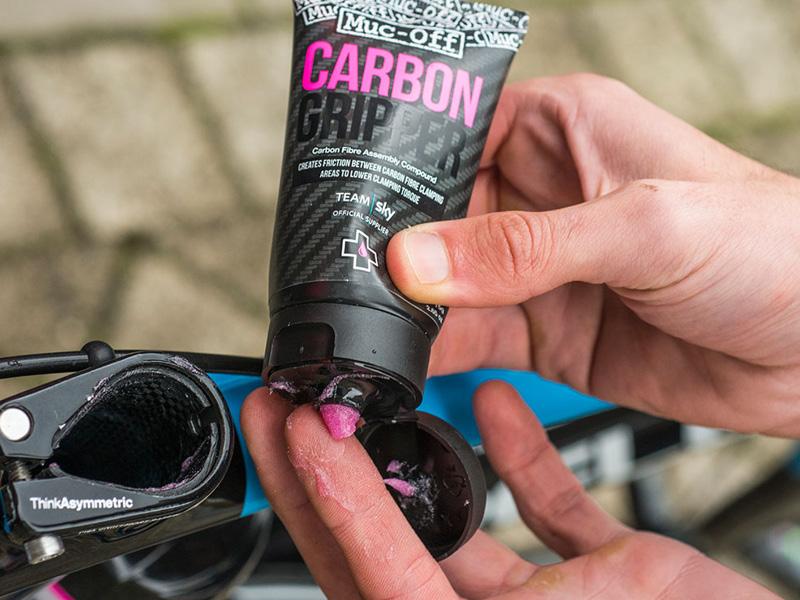 Muc-Off Carbon Gripper - Anwendung
